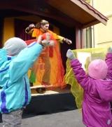 Gaukler auf RollaRolla mit Kindern in Innsbruck