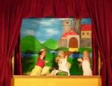 Kasperl, Krokodil und Doktor vor Schloss, Kindertheater Frowin