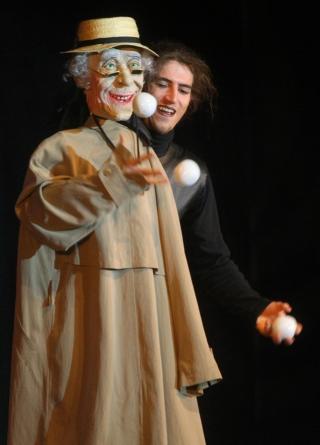 Rocker und Opa jonglieren gemeinsam im Traumtheater Salome